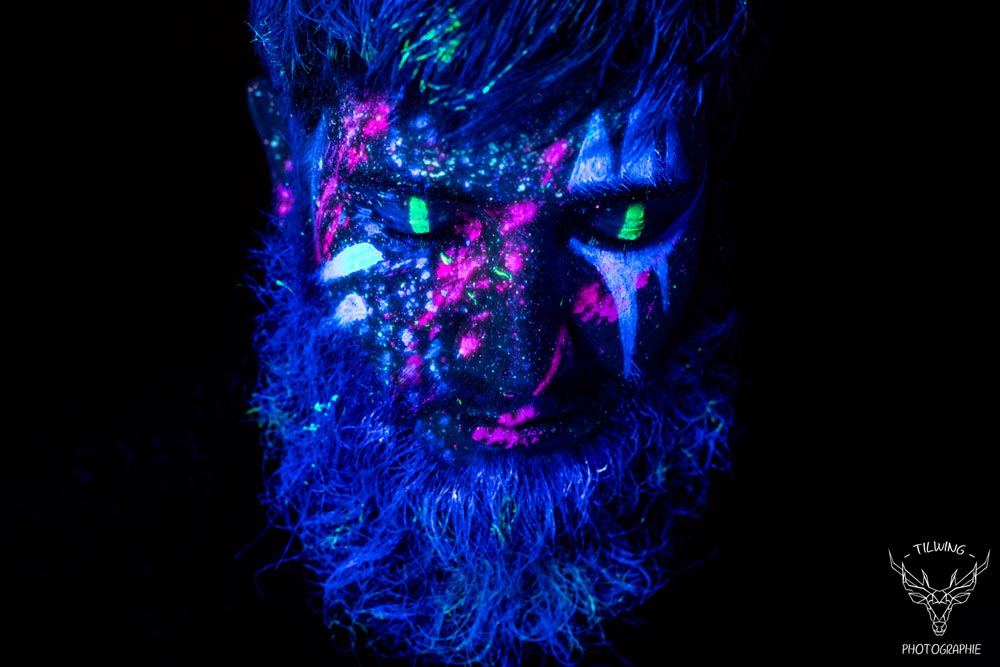 black light body painting portrait homme